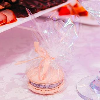 pokloni za goste - makarons u celofanu